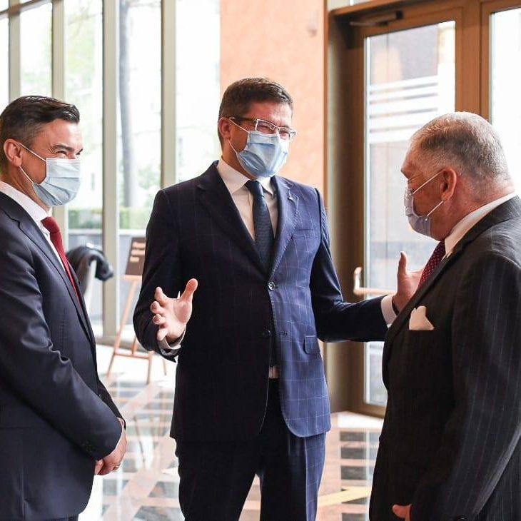 Ambasadorul SUA în România, Excelenţa Sa Adrian Zuckerman, în vizita la sediul Amazon din Iași.